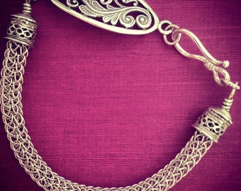 Sterling silver viking knit bracelet with a filigree feature. 18.5cm.