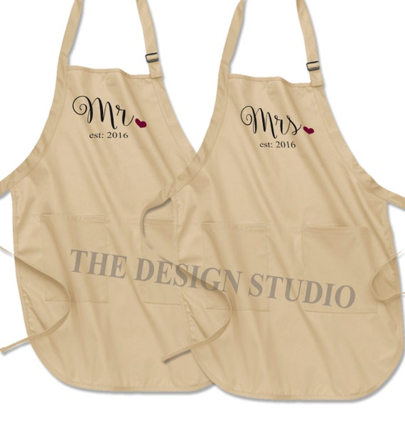 Mr and Mrs Aprons Bride and Groom Newlywed Gift Wedding