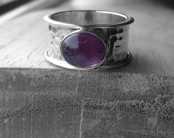 Sterling silver hammered amethyst set wide band ring – UK size P