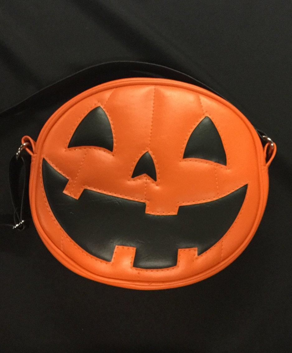 Pumpkin Face Pictures: Plain Orange Happy Face Pumpkin