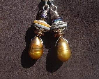 pearl drop earrrings/boho gypsy earrings/Handmade earrings/women/girls earrings/pearl shell czech glass earrings/wire wrapped earrings/E7