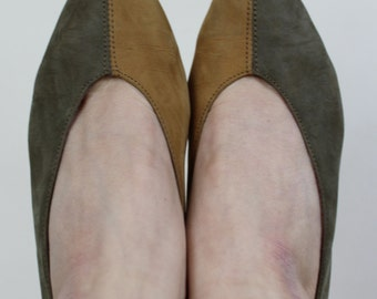 Vintage mustard and khaki nubuck leather slip on court shoes with wooden stacked kitten heel size 4 (37)