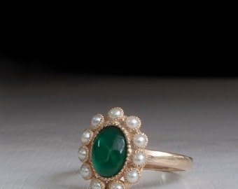 Emerald and pearl Ring - engagment ring - petal ring - victorian ring - princess diana ring - Gold ring - real pearls - Green Stone - 14K