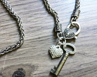 STUNNING KEY NECKLACE <> Antique Silver Necklace with Real Skeleton Key, Vintage style Key necklace