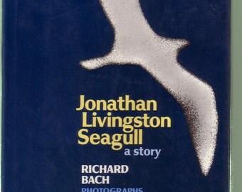 Richard Bach's 'Jonathan Livingston Seagull'.  1975 Macmillan Hardback/DJ In Very Good Condition*.