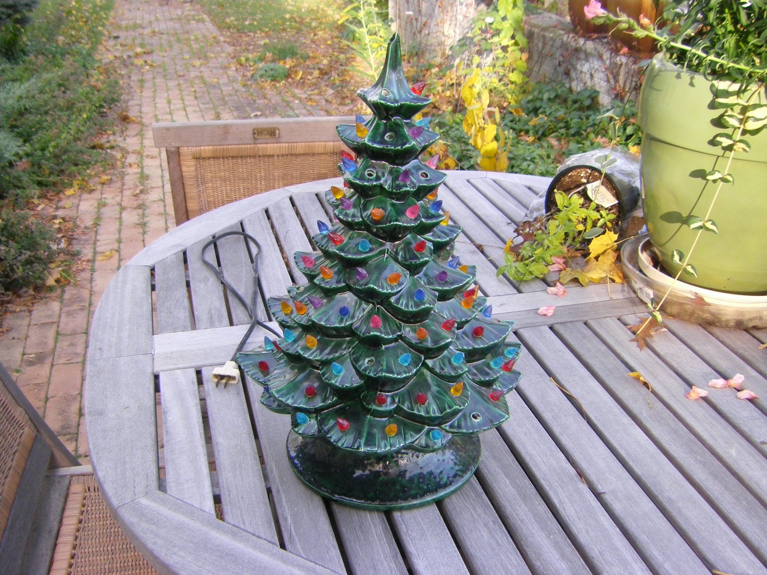 Arnels 20 Inch Tall Ceramic Christmas Tree With Base And
