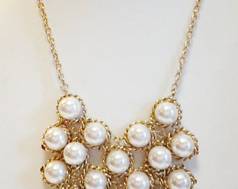 Gold Chain Pearls Necklace.