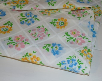 Sweet vintage twin flat sheet like new made in USA flowers excellent condition flower print