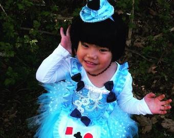 Alice in wonderland mini top hat