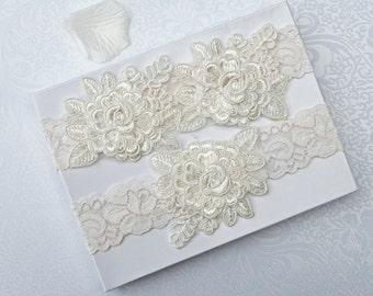 Wedding Garter Set, Bridal Garter, Off White Lace Garter, Keepsake and Toss Garter, Wedding Garter, Flower Garter, Wedding Garter Belt