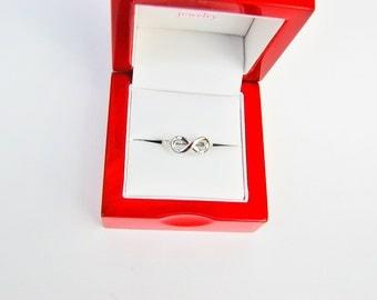 14 kt White Gold Infinity Ring