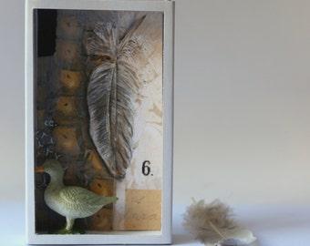 Art box:diorama, shadow box peinture pièce unique dans une boîte d'allumette.Petit canard.