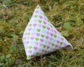 Heart-Pyramid, Cattoy filled with Catnip or Valerian