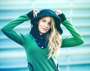 SWEETSHIRT/ Hoodie with low necklines and convertible collar hood and coat, crossed at the neckline, buttoned with four hooks on the side.
