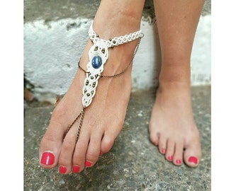 Anklet barefoot sandals with LAPISLAZULI. White beach wedding anklet barefoot. Boho bohemian barefoot sandals. Hippie Tribal Foot Jewelry