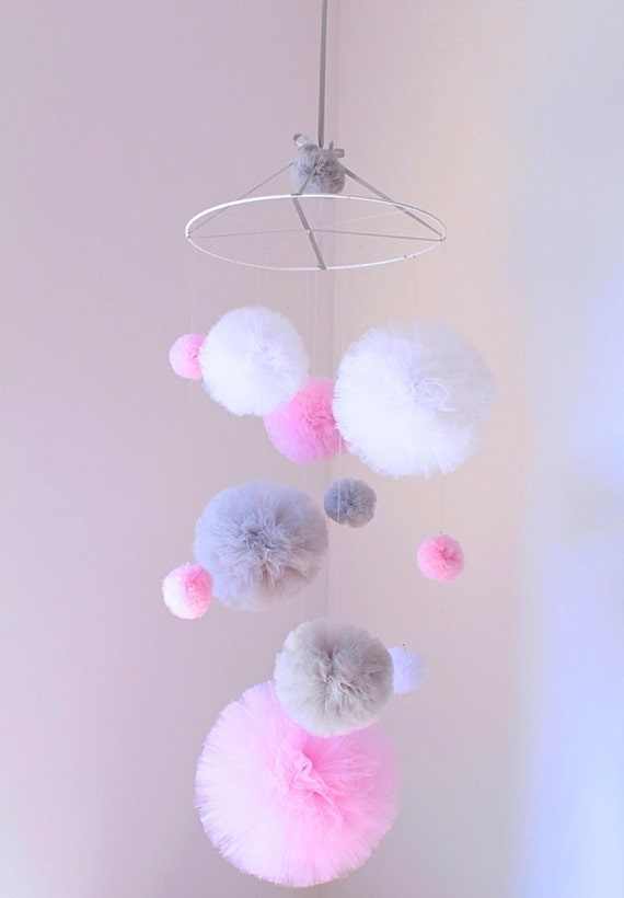 Baby mädchen rosa prinzessin mobile mobile grau von pompommyworld