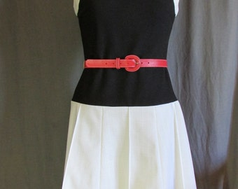 1960s Black and White Color Block Pho Pleated Short Dress by Momentum | Made in the USA | Size 2
