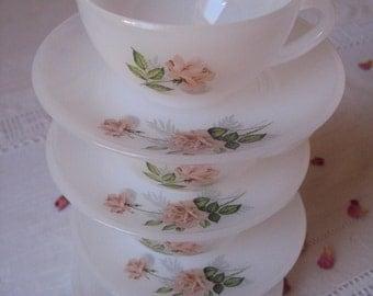 4 petites tasses Arcopal pattern Roses + saucers / milkglass coffee cups / espresso milk glass mug / French dishes