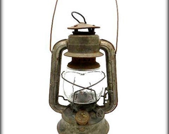 VINTAGE DIETZ COMET Oil Lantern with Original Printed Glass -  Wall Hanging Hook Option Available - Vintage Lamp - In working Condition