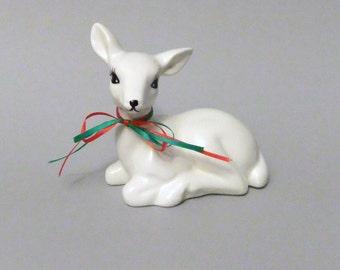 White Deer Figurine, Vintage Deer Doe Figure, Deer Laying Down, Christmas Mantle Decor, Ceramic Deer Statue