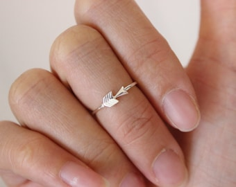 Sterling Silver arrow midi ring, midi rings, arrow toe ring, delicate rings, stackable ring, above the knuckle ring, pinky ring, size 3.5