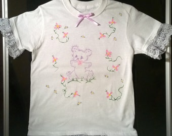 Adorable handpainted Girl's sleep shirt, Teddy bear, sweet dreams, Hand painted design with lace, Decorated nightgown