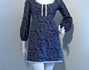 Vintage 1960s BIBA Style Printed Cotton Mini Dress //Balloon Sleeves // Crochet Lace Trim