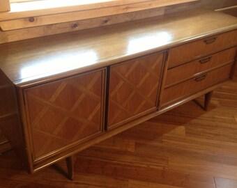 Mid Century Modern Credenza/Dresser/Sideboard By United Furniture  Corporation