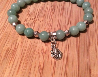 Light green stone and silver frog beaded bracelet
