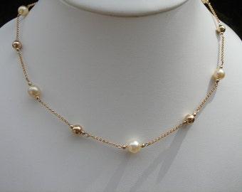 Gold Akoya pearls, wonderfully elegant in 585 gold filled chain