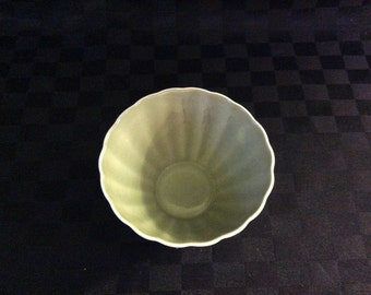 Susie Cooper small sugar bowl. Scalloped/ fluted style.