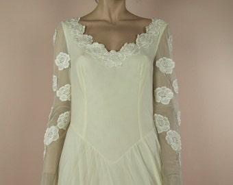 90's Vintage Wedding Dress - Ivory wedding dress from the 1990's – V neckline - Romantic  bridal gown - 70's style wedding dress