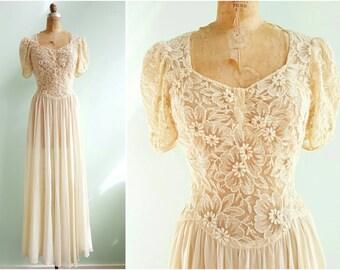Vintage 1940s Lace and Chiffon Wedding Dress | Size Medium