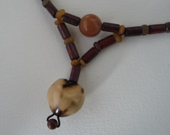 Brown and beige short necklace made of bamboo, Horn and nuts