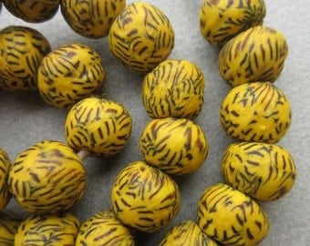 Yellow Marbled Ghana Glass Beads (15x13mm) [65590]