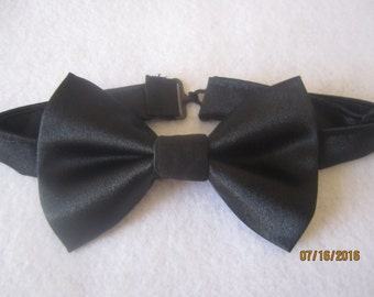 Men's black satin bow tie, plain black bow tie , Solid black bow tie, black cotton bow tie, handmade bow tie, wedding  bow tie