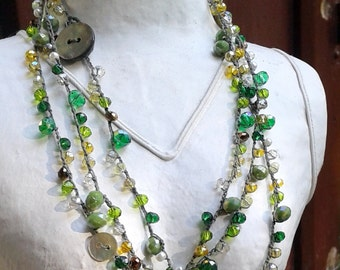 Crochet crochet necklace, wrap multiturn, mother of Pearl, crystals, boho-chic, Cod. 706