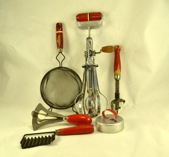 Red Handled Kitchen Utensils 6 Vintage Egg Beater