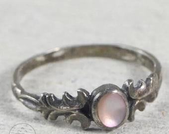 Sterling Silver - Pink MOP Scroll 1.3g - Ring (5.75)