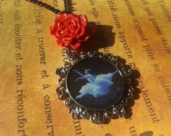 The ballerina necklace