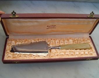 Cake shovel. Cake server .Vintage Dessert Knife. Vintage  Cake server. Made in France. Cake Knife. Pie Server. Cake Server. Cake Slicer.