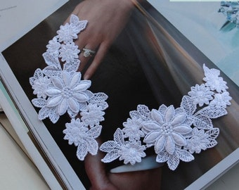 A pair of White Embroidered Lace Applique Wedding Dress Decoration Flowers Applique