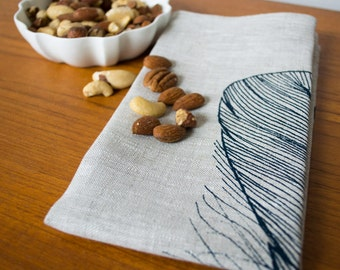 Linen table napkin with feather print in dark blue. Set of 4 square cloth napkins. Hand printed 100% linen modern table linen/place setting.