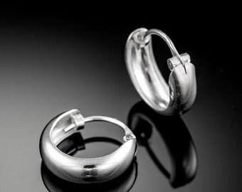 Sterling Silver huggie hoop earrings. silver earrings. huggie hoops. silver hoop earrings. silver hoops. sterling silver hoop earrings.