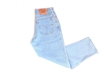Levis 550 relaxed fit, tapered leg, 100% cotton highwaist, light wash jeans