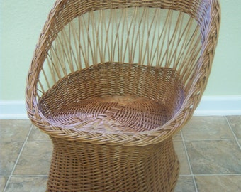 Small vintage wicker chair/Child's wicker chair/Wicker chair for small pets/Photo prop/Vintage natural color wicker chair