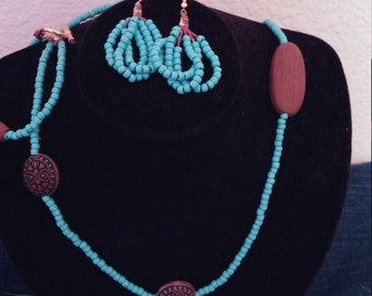 turquoise beads necklace with wood beads w/ matching bracelet and  seed earrings