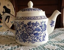 Sadler 5-Cup Teapot - Blue and White Floral Design - Made in England