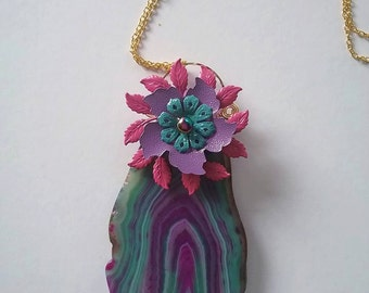 Agate slab with enamelled flowers