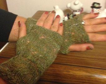River Rapids Mitts in Green Merino Wool & Tussah Silk Blend